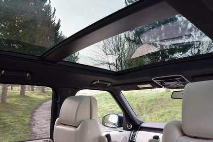 Land Rover Range Rover Vogue Tdv6 (Glass Roof) 40