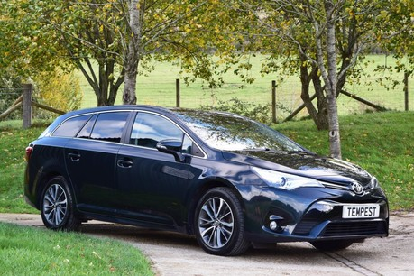 Toyota Avensis Business Edition + D-4