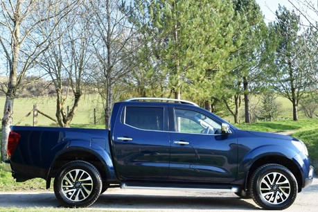 Nissan Navara Tekna Dci Auto (£17,000+VAT) Technical Data