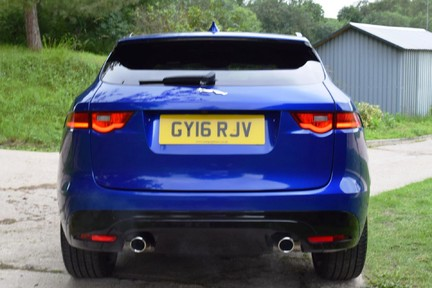 Jaguar F-Pace 3,0 V6 First Edition AWD 3