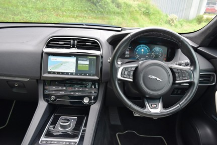 Jaguar F-Pace 3,0 V6 First Edition AWD 7