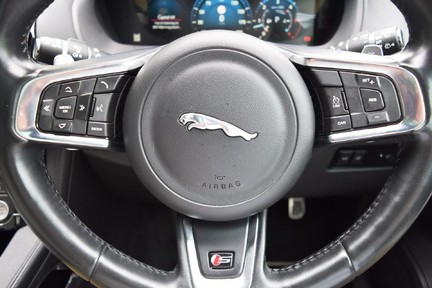 Jaguar F-Pace 3,0 V6 First Edition AWD 19