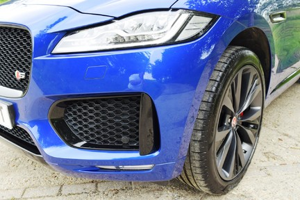 Jaguar F-Pace 3,0 V6 First Edition AWD 38