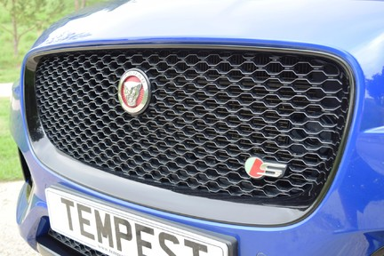 Jaguar F-Pace 3,0 V6 First Edition AWD 39