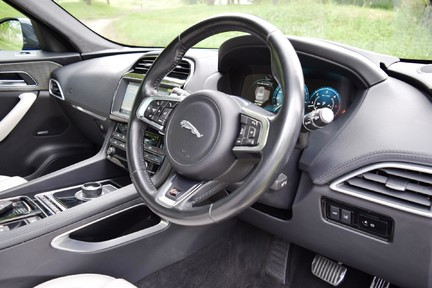 Jaguar F-Pace 3,0 V6 First Edition AWD 43