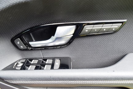 Land Rover Range Rover Evoque Dynamic (Glass Roof) 25