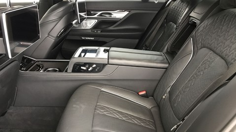 BMW 7 Series M760LI XDRIVE V12 10