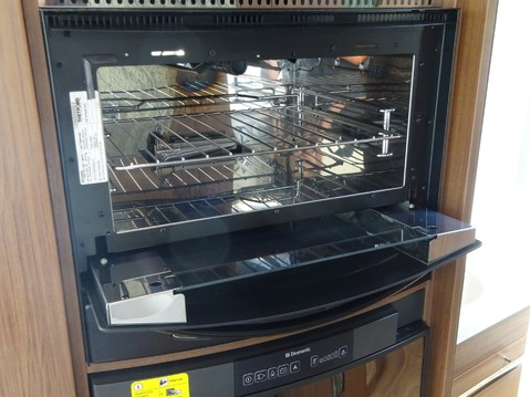 Niesmann and Bischoff Flair 920 LE 21