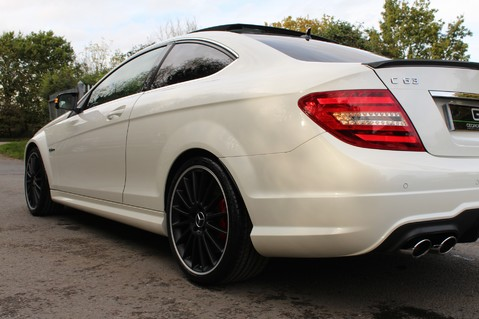 Mercedes-Benz C Class C63 AMG - PERFORMANCE PACKAGE- CARBON- MEDIA-16K FACTORY OPTIONS -LSD-FMBSH 27