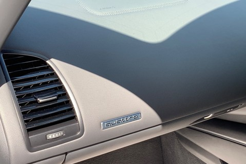 Audi R8 V8 QUATTRO S-TRONIC - LED HEADLIGHTS - FULL BLUETOOTH INTERFACE 34