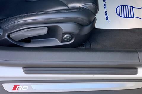 Audi R8 V8 QUATTRO S-TRONIC - LED HEADLIGHTS - FULL BLUETOOTH INTERFACE 38