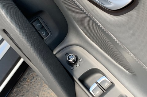 Audi R8 V8 QUATTRO S-TRONIC - LED HEADLIGHTS - FULL BLUETOOTH INTERFACE 39