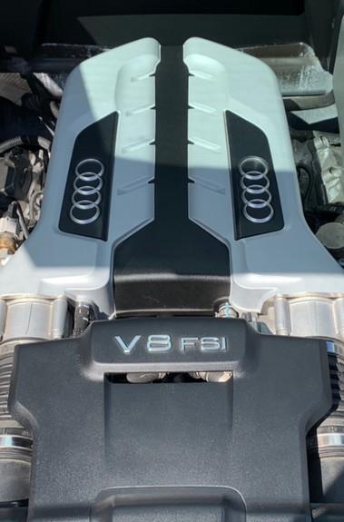 Audi R8 V8 QUATTRO S-TRONIC - LED HEADLIGHTS - FULL BLUETOOTH INTERFACE