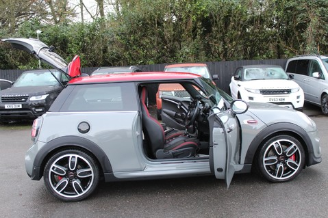Mini Hatchback JOHN COOPER WORKS - AUTOMATIC 23