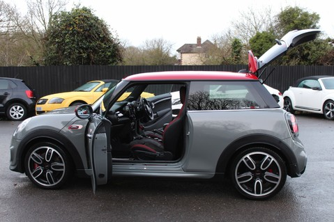 Mini Hatchback JOHN COOPER WORKS - AUTOMATIC 24