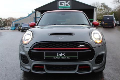 Mini Hatchback JOHN COOPER WORKS - AUTOMATIC 25