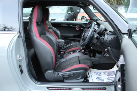 Mini Hatchback JOHN COOPER WORKS - AUTOMATIC 38