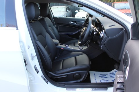 Mercedes-Benz A Class A 180 D SPORT - EURO 6 - LEATHER - REVERSING CAMERA - KEYLESS - ONE OWNER 12