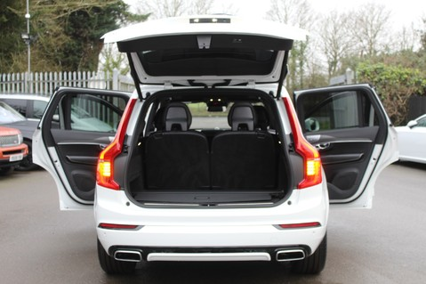 Volvo XC90 D5 POWERPULSE R-DESIGN - Pan Roof/ B+W Audio/22 Inch Alloys/Air Suspension 17