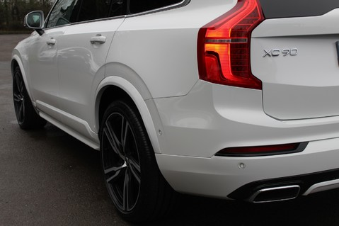 Volvo XC90 D5 POWERPULSE R-DESIGN - Pan Roof/ B+W Audio/22 Inch Alloys/Air Suspension 90