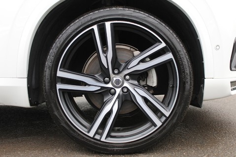 Volvo XC90 D5 POWERPULSE R-DESIGN - Pan Roof/ B+W Audio/22 Inch Alloys/Air Suspension 92