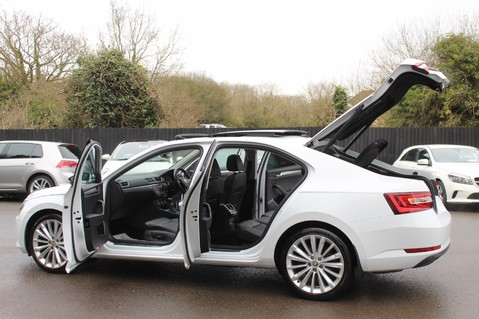 Skoda Superb SE L EXECUTIVE TDI DSG -EURO 6-PAN ROOF/KEYLESS/CANTON SOUND/APPLE CAR PLAY 15
