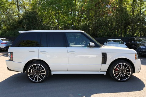 Land Rover Range Rover V8 SUPERCHARGED AUTOBIOGRAPHY OVERFINCH BODYKIT - REAR ENTERTAINMENT - TV 4