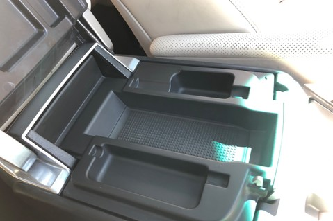 Land Rover Range Rover V8 SUPERCHARGED AUTOBIOGRAPHY OVERFINCH BODYKIT - REAR ENTERTAINMENT - TV 52