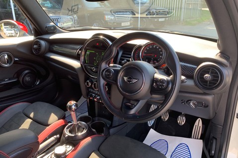 Mini Hatch JOHN COOPER WORKS - MEDIA XL - 18 INCH ALLOYS - HARMAN KARDON - 6K EXTRAS 36