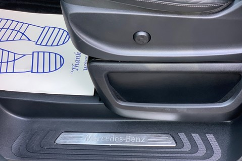 Mercedes-Benz V Class V 250 D AMG LINE LONG - PAN ROOF -LANE ASSIST -7 SEATER- 360 CAMERAS -VATQ 29