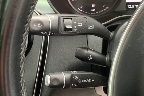 Mercedes-Benz GLC GLC 350 D 4MATIC AMG LINE PREMIUM -NIGHT PACKAGE -RARE DESIGNO HYACINTH RED 44
