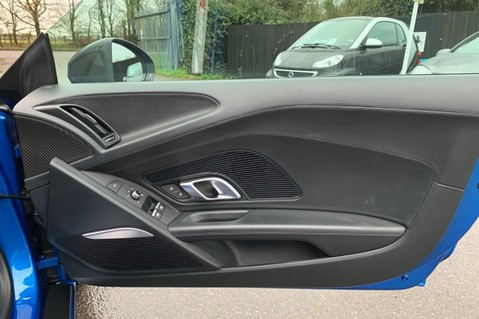 Audi R8 V10 PLUS QUATTRO - B&O -REVERSE CAMERA - EXTENDED NAPPA LEATHER 36