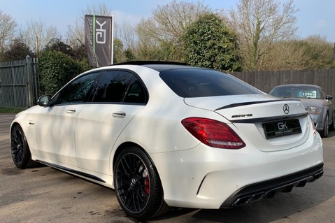 Mercedes-Benz C Class AMG C 63 PREMIUM - RED/BLACK LEATHER - 19 INCH CROSS SPOKES - AMG EXHAUST 2