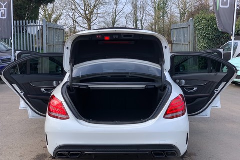 Mercedes-Benz C Class AMG C 63 PREMIUM - RED/BLACK LEATHER - 19 INCH CROSS SPOKES - AMG EXHAUST 18