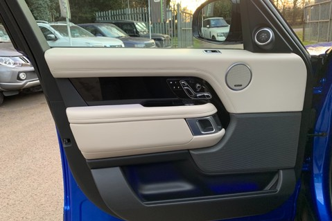 Land Rover Range Rover SDV6 VOGUE SE - RARE VELOCITY BLUE - REAR ENTERTAINMENT - VATQ 31