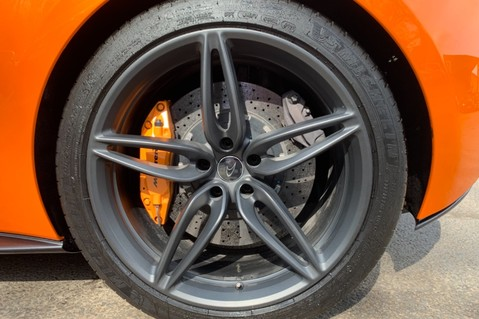 McLaren 570S V8 SSG - VENTURA ORANGE - SPORTS EXHAUST- LUX PACK- B&W -CARBON -SOFT CLOSE 85