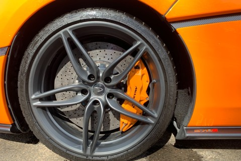 McLaren 570S V8 SSG - VENTURA ORANGE - SPORTS EXHAUST- LUX PACK- B&W -CARBON -SOFT CLOSE 86