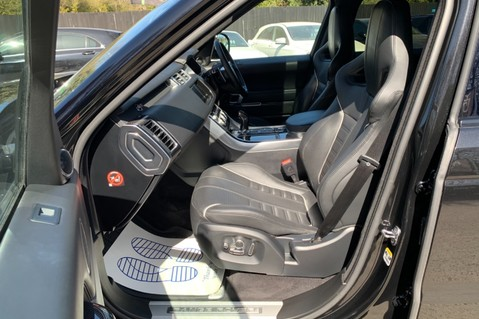 Land Rover Range Rover Sport 5.0 V8 S/C SVR - TRIPLE BLACK - CARBON INTERIOR PACK - SLIDING PAN ROOF 32