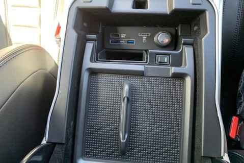 Land Rover Range Rover Sport 5.0 V8 S/C SVR - TRIPLE BLACK - CARBON INTERIOR PACK - SLIDING PAN ROOF 86