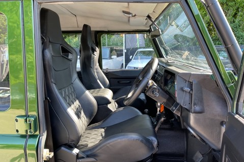 Land Rover Defender 110 TD5 DOUBLE CAB SPECTRE - LAMBORGHINI VERDE ERMES PEARL GREEN 38