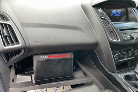 Ford Focus RS -LUX PACK -BUCKET SEATS -EVERY FACTORY EXTRA- 1 OWNER -4 FORD SERVICES 75