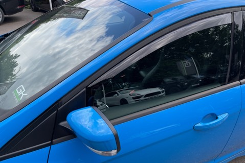 Ford Focus RS -LUX PACK -BUCKET SEATS -EVERY FACTORY EXTRA- 1 OWNER -4 FORD SERVICES 86