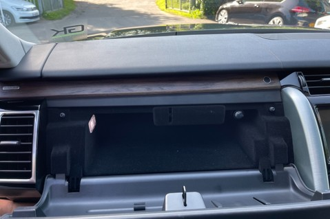 Land Rover Discovery SD4 HSE - PAN ROOF - LOW TAX - 7 SEATS - FULL LAND ROVER SERVICE HISTORY 82