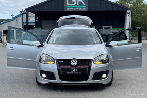 Volkswagen Golf GTI EDITION 30 T - FSH - APPLE CAR PLAY - XENONS - HEATED FRONT SEATS 8