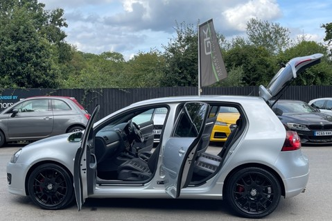 Volkswagen Golf GTI EDITION 30 T - FSH - APPLE CAR PLAY - XENONS - HEATED FRONT SEATS 16