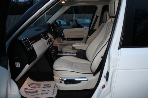 Land Rover Range Rover TDV8 WESTMINSTER - RARE WHITE WITH IVORY LEATHER 17