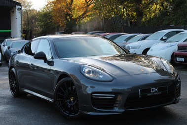 Porsche Panamera GTS V8 PDK - BOSE/SOFT CLOSE DOORS/CAMERA/SPORT EXHAUST/CARBON INLAYS
