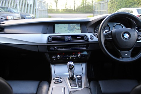 BMW 5 Series 530D M SPORT TOURING - PRO NAV / TOP VIEW CAMERAS / UPGRADED STEREO -FBMWSH 17