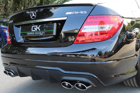 Mercedes-Benz C Class C63 AMG - 2 TONE LEATHER/LANE+BLIND SPOT ASSIST/DAB RADIO/FULL MERC S/HIST/ 21