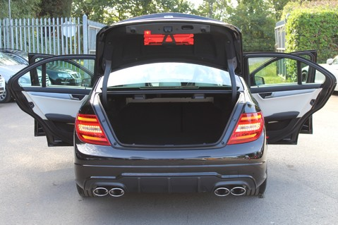 Mercedes-Benz C Class C63 AMG - 2 TONE LEATHER/LANE+BLIND SPOT ASSIST/DAB RADIO/FULL MERC S/HIST/ 30